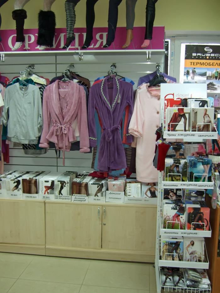 домашняя одежда, чулки, колготки, гетры на витрине