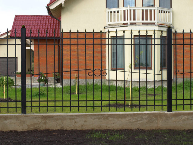 Забор из арматуры