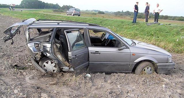 Этот автомобиль догнал отцепившийся прицеп.