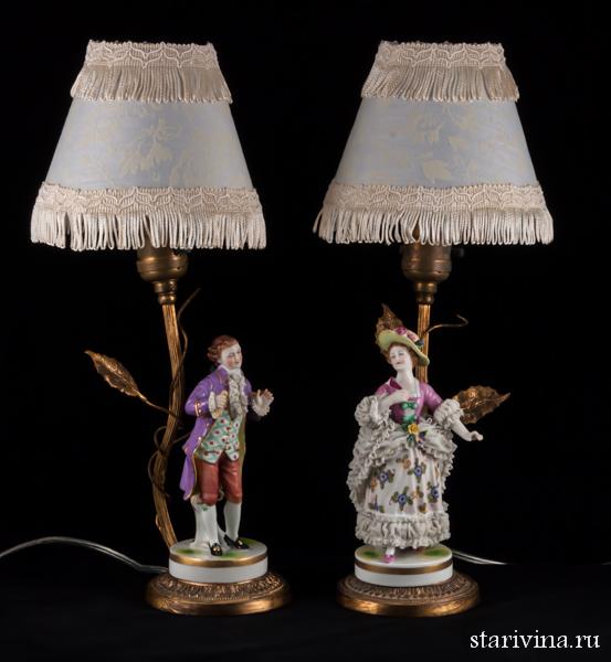 Настольные лампы. Пара в сиреневых костюмах, кружевная. Muller & Co, Германия. 1907-52 гг.