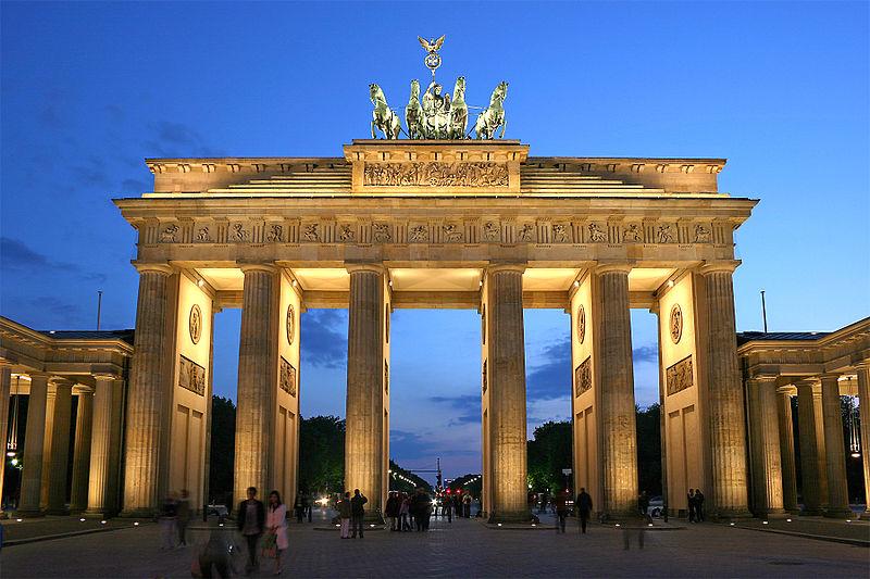 File:Brandenburger Tor abends.jpg