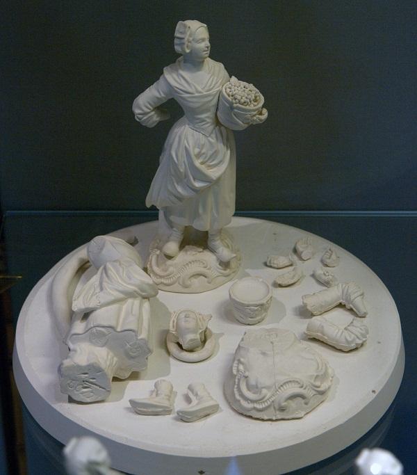 Сборка фарфоровых фигур. Музей фабрики Майссен.