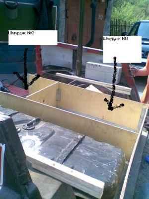 Ящике номер один лежат спальные принадлежности и НЗ продуктов, во втором инструмент и сумка с тросами, шаклами и блоком