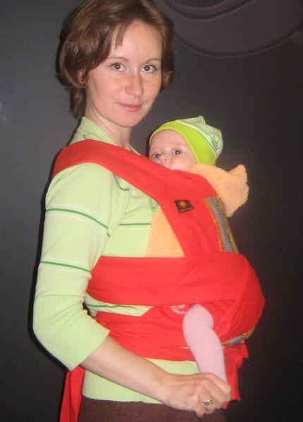 Вертикальное положение в май-слинге, ребенку 3,5 месяца