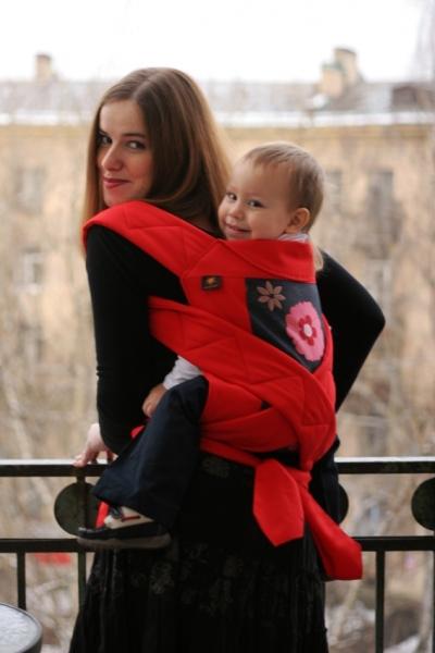 На спине в май-слинге, ребенку 1 год и 11 месяцев